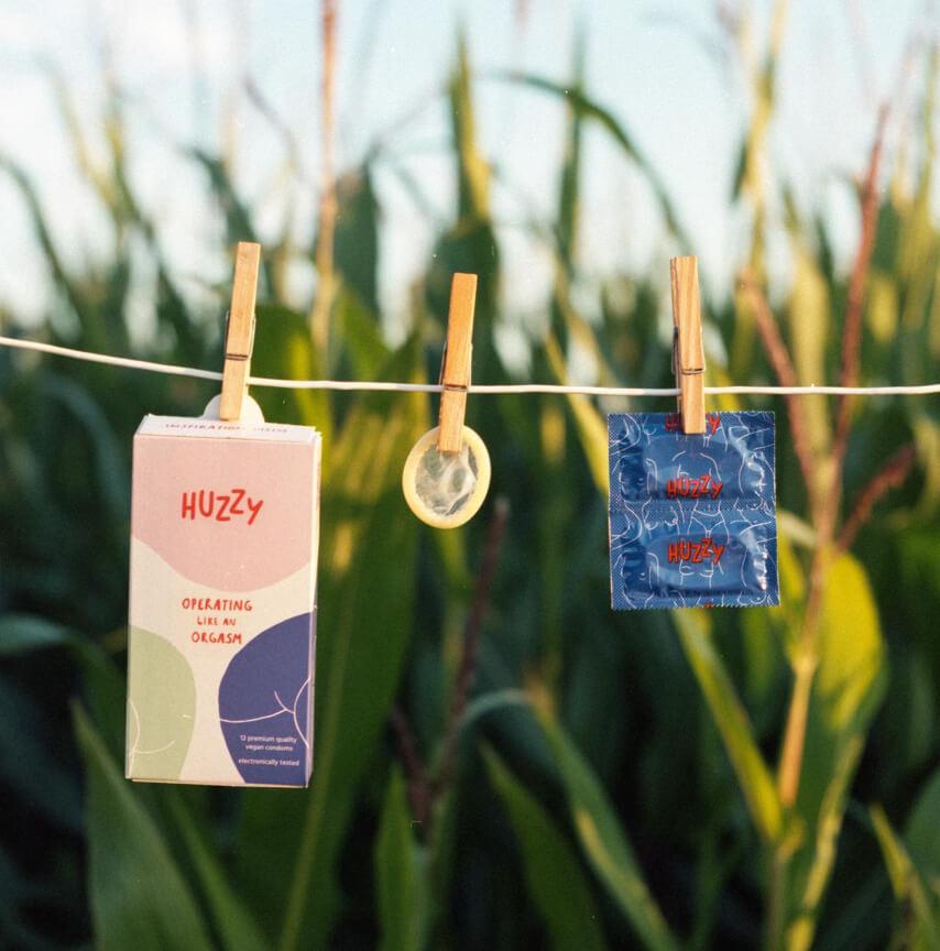 Wegańskie prezerwatywy Huzzy z naturalnego lateksu